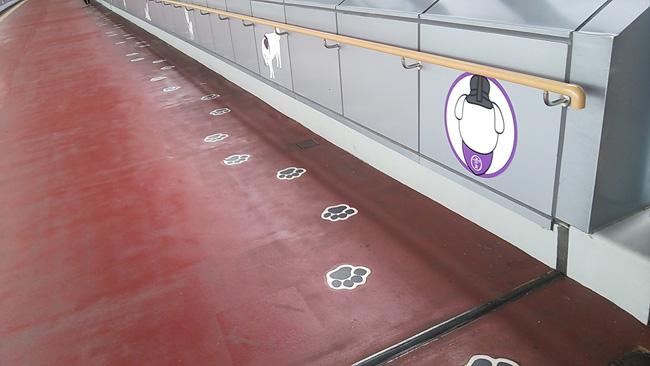 足跡型・誘導床サイン
